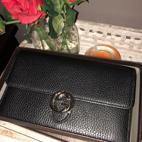 e33226fb93c  NOT FOR SALE  Gucci icon chain wallet. NWT